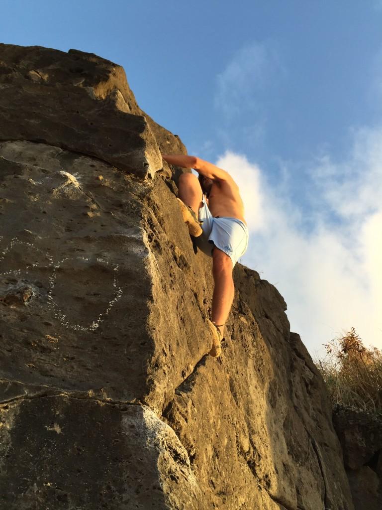 Steven Ciaccio bouldering in Oahu