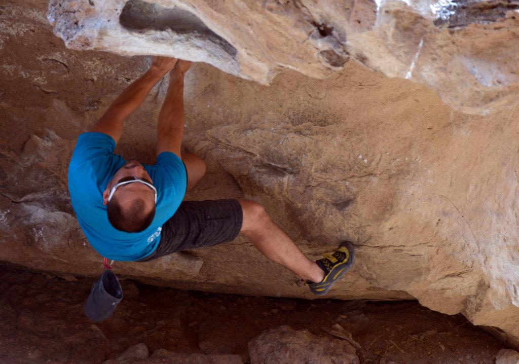 Nicholas Hernandez on Monkey Hang V3 at the Hapy Boulders in Bishop California