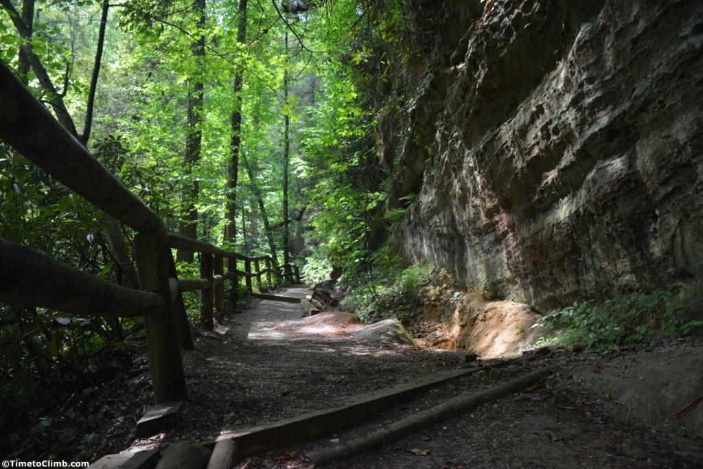 Open trail leading upto the Natural Bridge